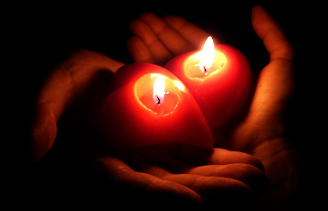 coeur lumiere mains