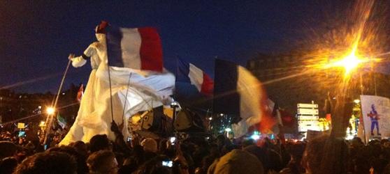 marionnette drapeau paris 11 janvier 2015